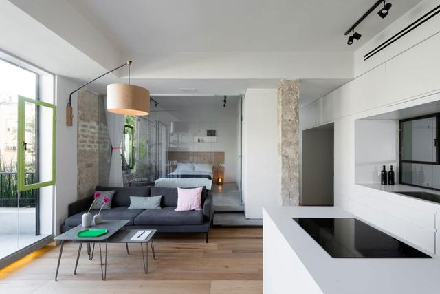 装修案例:新家阳台跟客厅做玻璃隔断,采光好绿化棒,漂亮!