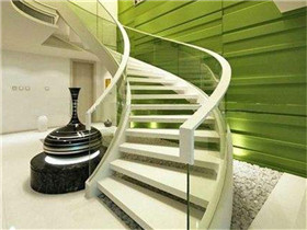 大门对着楼梯好不好  房门对楼梯的化解方法
