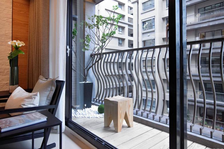 这才是阳台正确装修方法,不仅省钱还能增大房子的空间