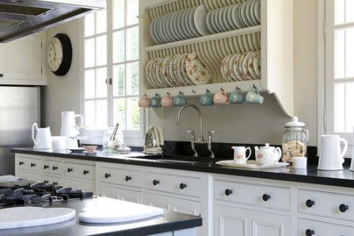 分门别类摆放厨具,你会发现烹饪顺畅多了