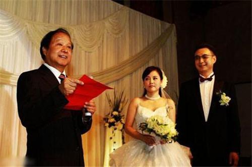 男方家长婚礼致辞精选  用简短语句表达自己的祝