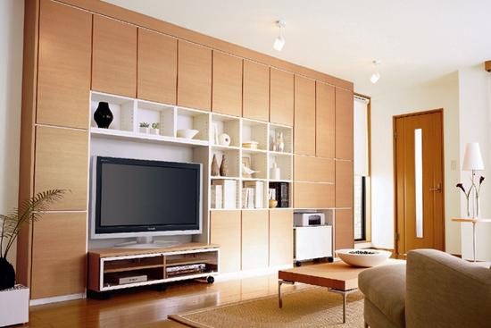 个做到顶的高柜子                    ,那首先你的客厅面积就不能小