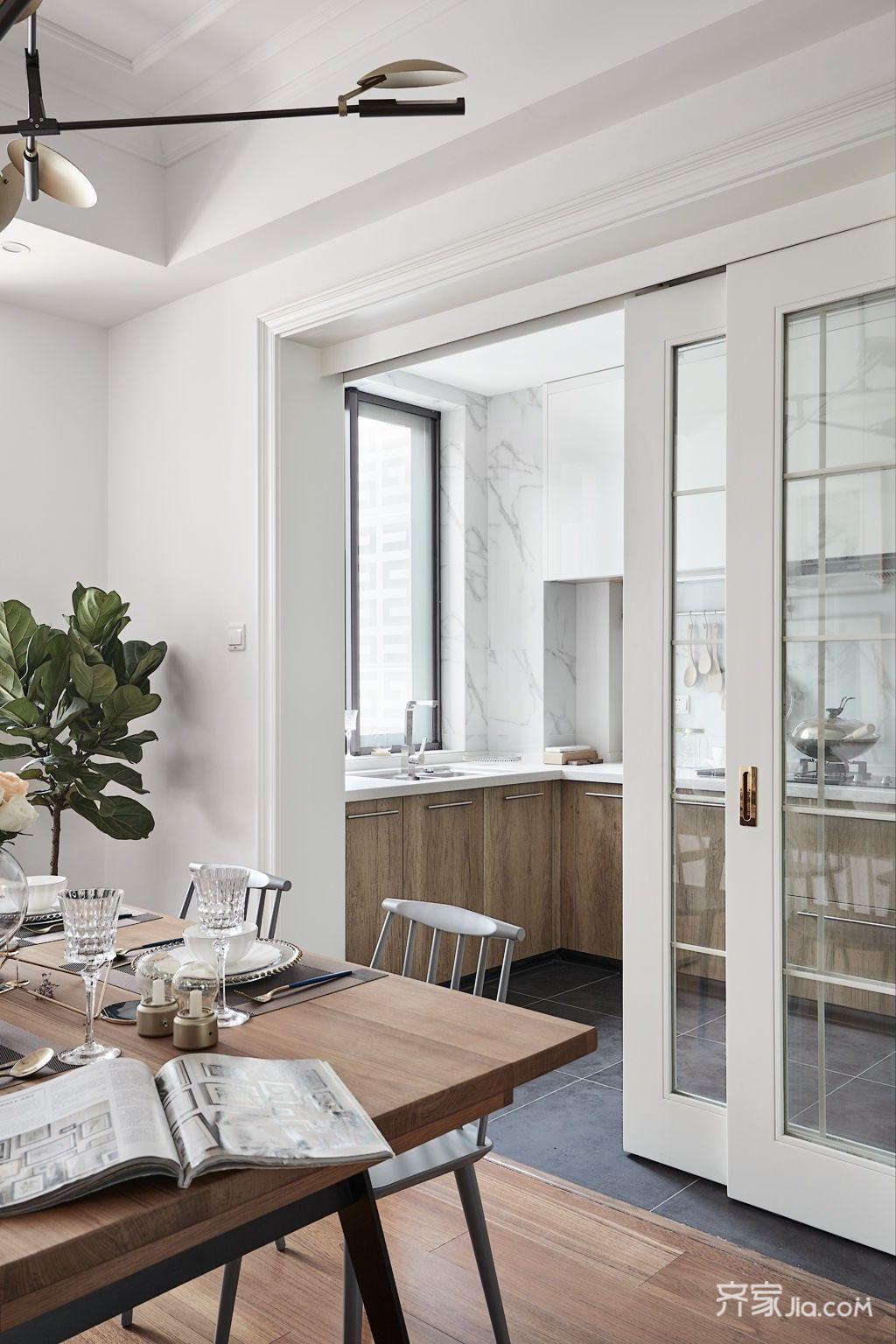 原先比较小的生活阳台改为餐厨补充吧台,增加餐厅空间.