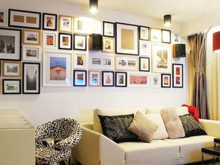 而且尽量不要将照片墙设计在比较潮湿的墙面上.