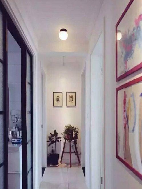 同時走廊的盡頭也是視覺延伸點,這里的擺飾設計能夠提升整個走廊空間