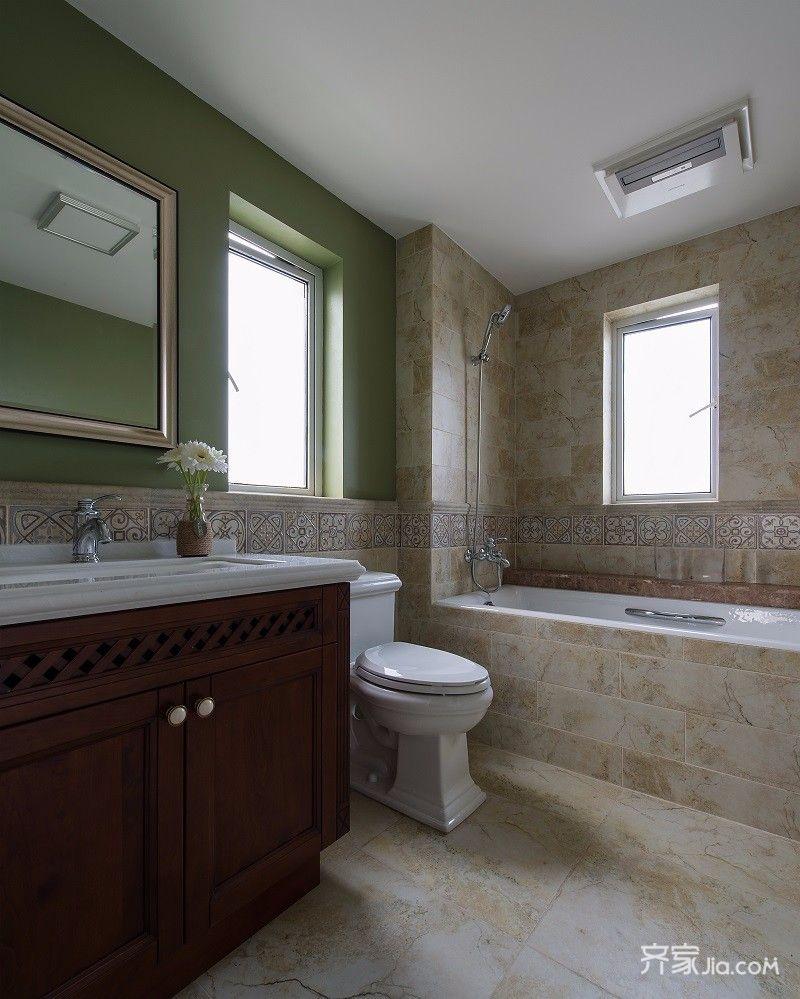 带玻璃隔断的卫生间,干湿分离,大的梳妆台更增加了洗漱用品的储物空间
