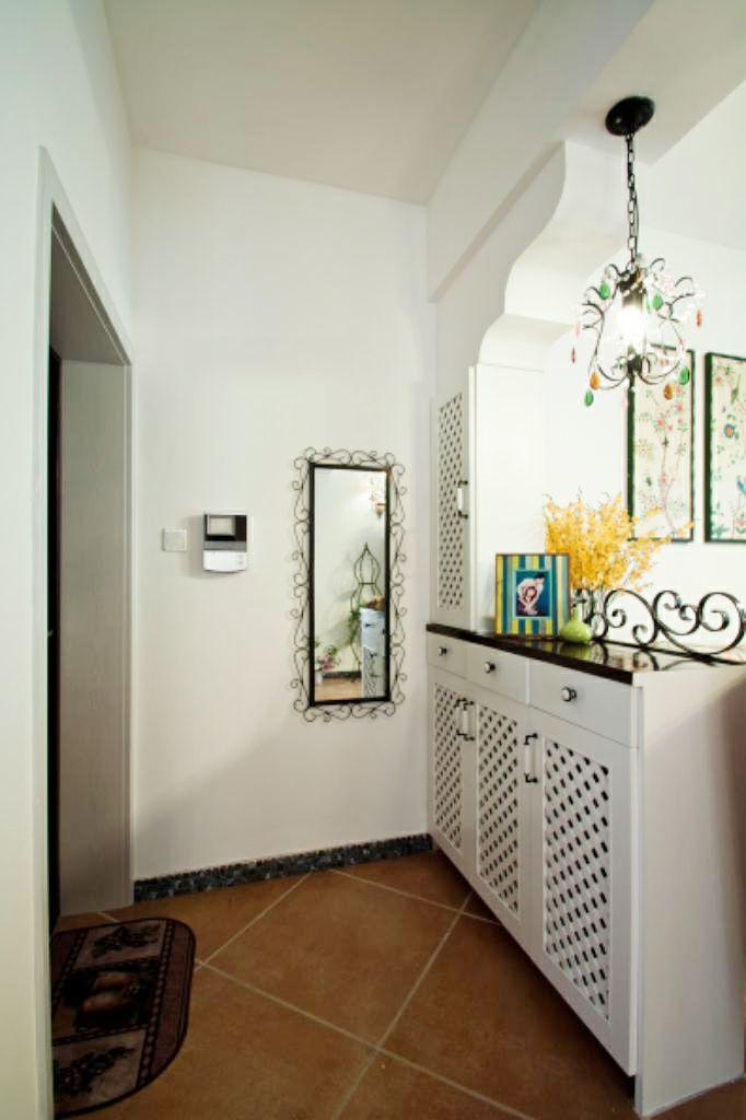 这种隔断要根据具体户型来设计,喜欢半墙隔断的业主切记不要拆除室内
