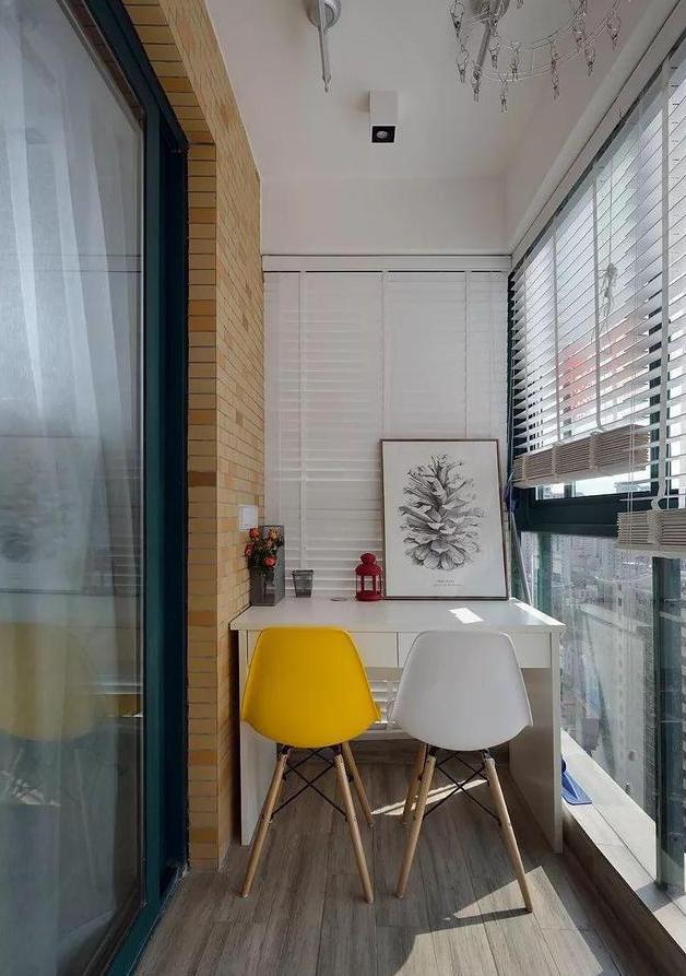 卫生间干湿分离,功能齐全,异形玻璃隔断设计让整个空间都比较高级了.