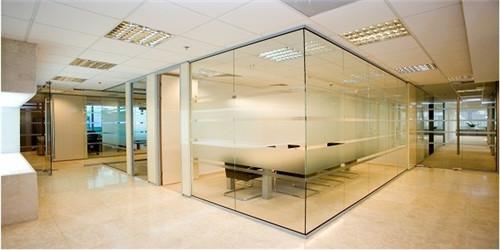 玻璃隔断价格贵不贵 玻璃隔断效果图欣赏图片