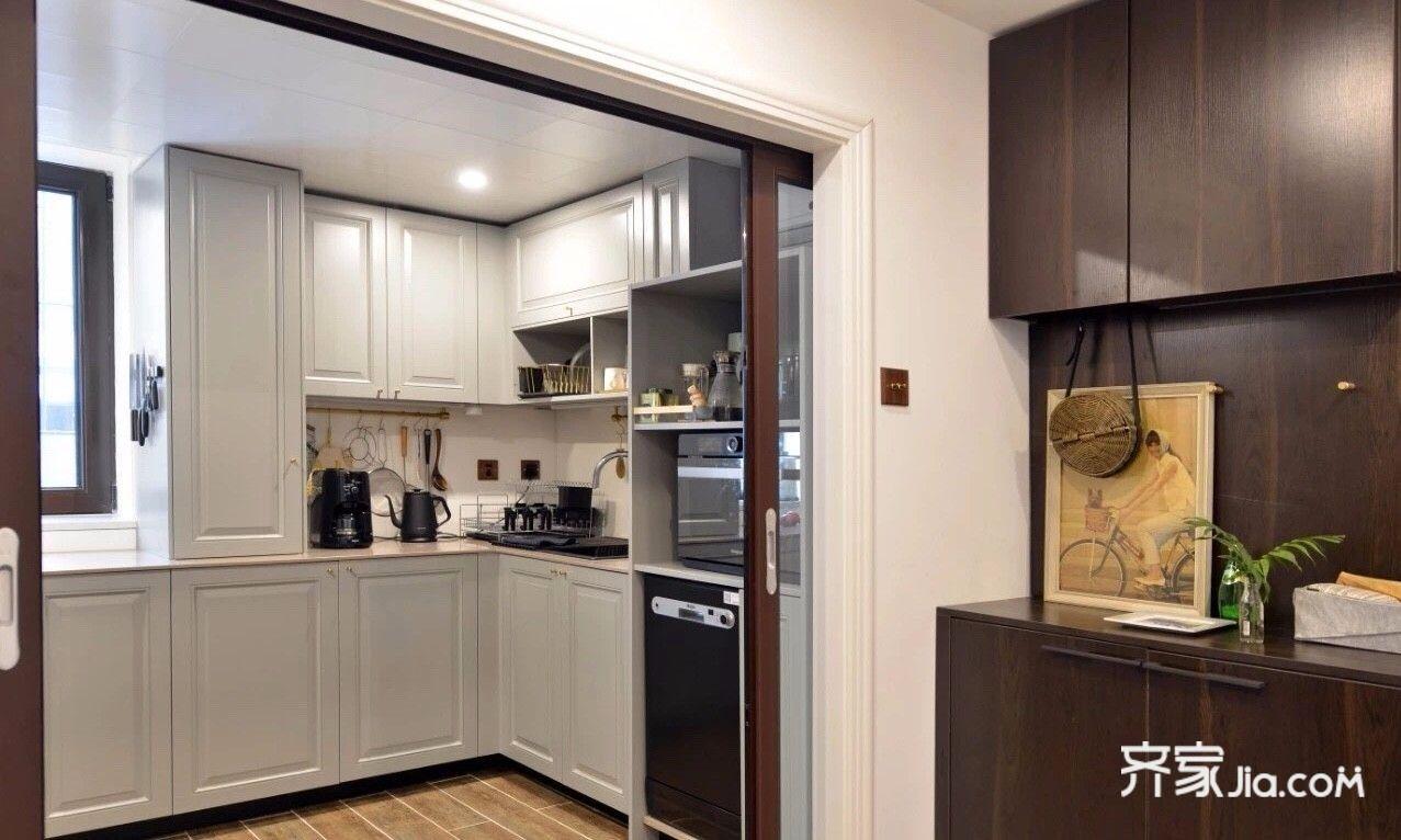 郑州装修案例 文艺雅居私密书房   厨房采用玻璃移门,平时可以完全