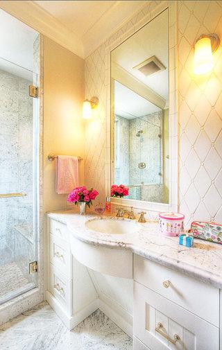 白色浴室柜效果图