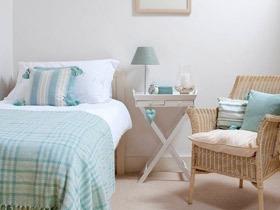打造清新卧室 15个床头柜设计