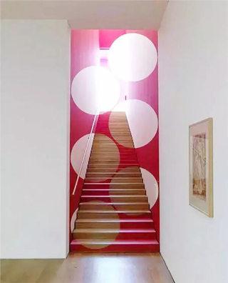 枚红色圆点楼梯设计