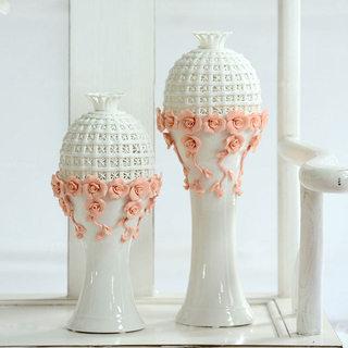 乳白色花瓶藕粉色花饰效果图
