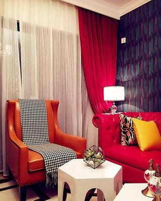 红色系客厅沙发布置图