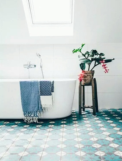 蓝色卫生间地板瓷砖图