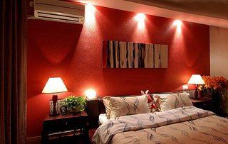红色系卧室设计布置图