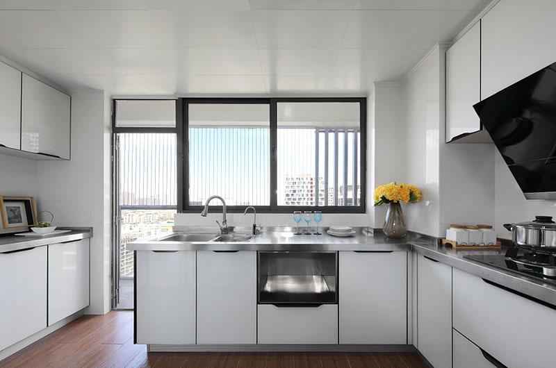 清爽简约风厨房 白色橱柜设计