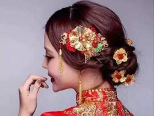 新娘发型中式风格好看吗 中式新娘发型盘发有哪