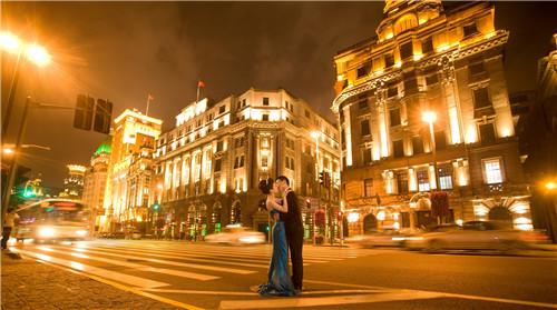 婚纱照拍夜景_街拍夜景婚纱照