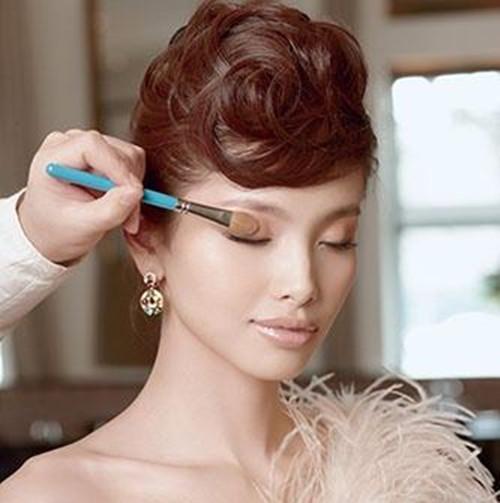 欧式新娘妆画法解析  新娘妆培训要多少钱