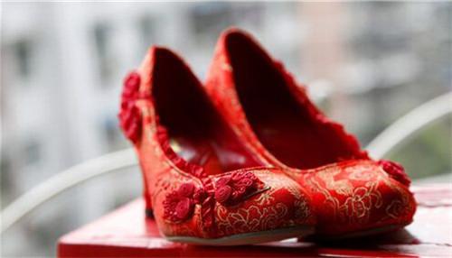 婚鞋颜色你了解多少 这几款颜色的婚鞋你喜欢吗