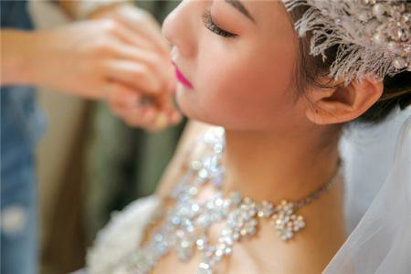 新娘妆口红怎么选 217新娘妆造型的注意事项