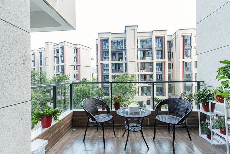 现代简约风格公寓装修阳台效果图