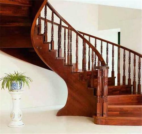 室内旋转楼梯价格多少 旋转楼梯尺寸多少合适信息