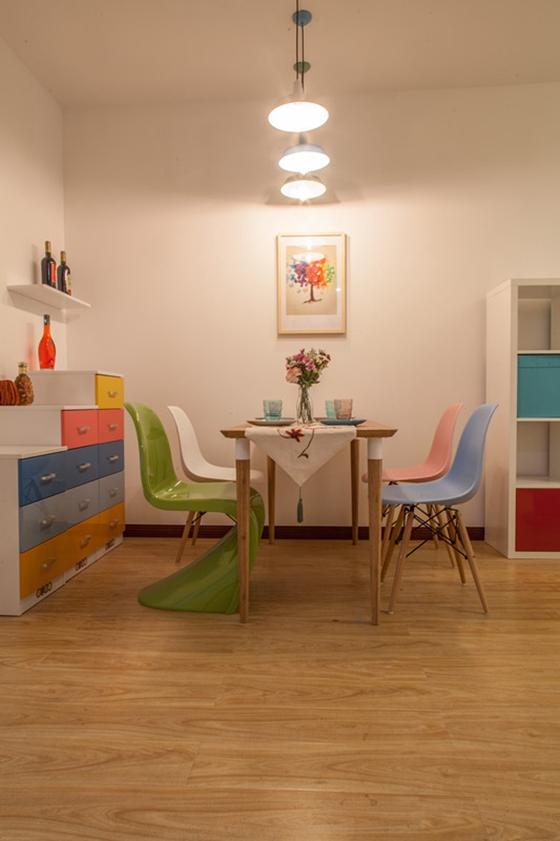 60平小两室装修餐厅吊灯效果图