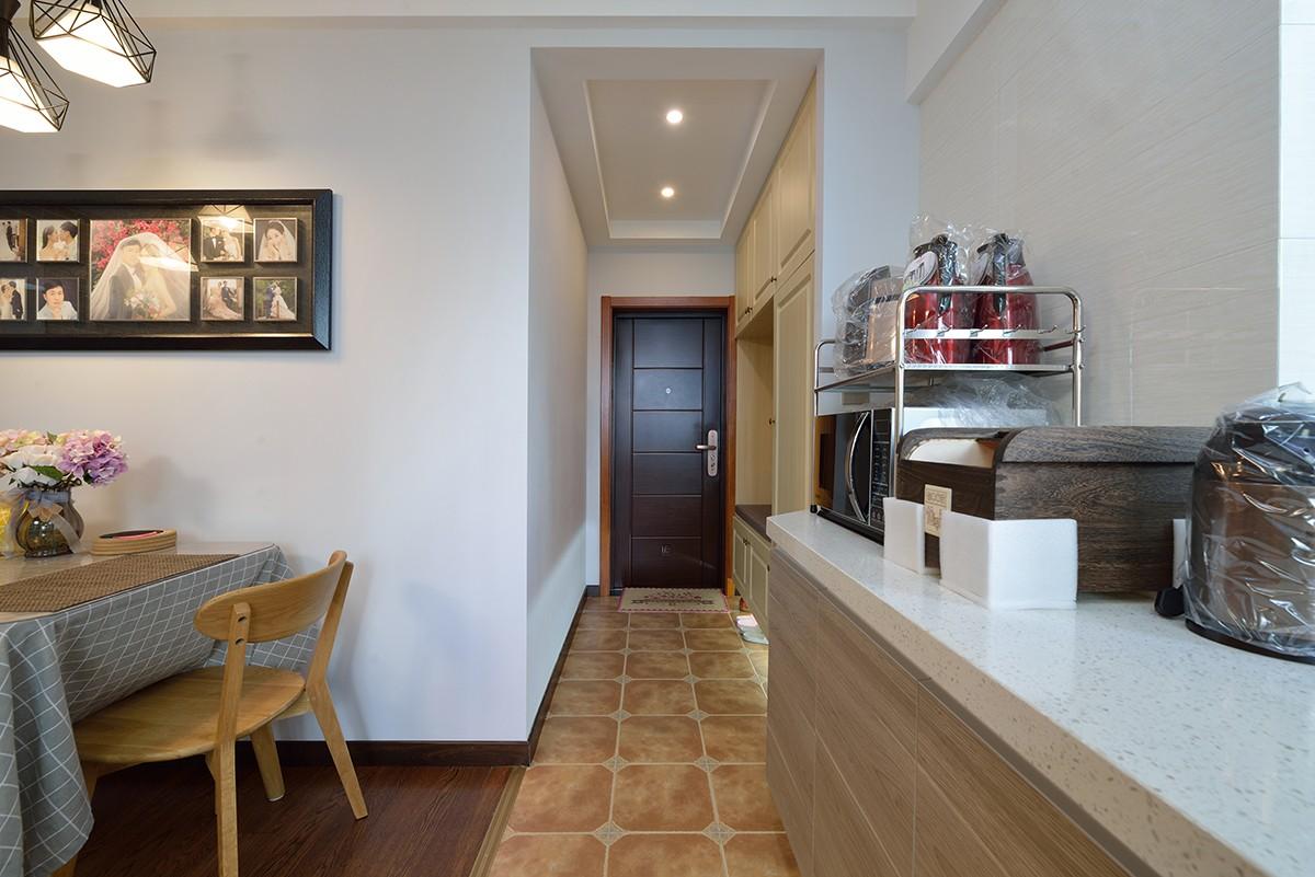 混搭风格两居室玄关走道装修效果图