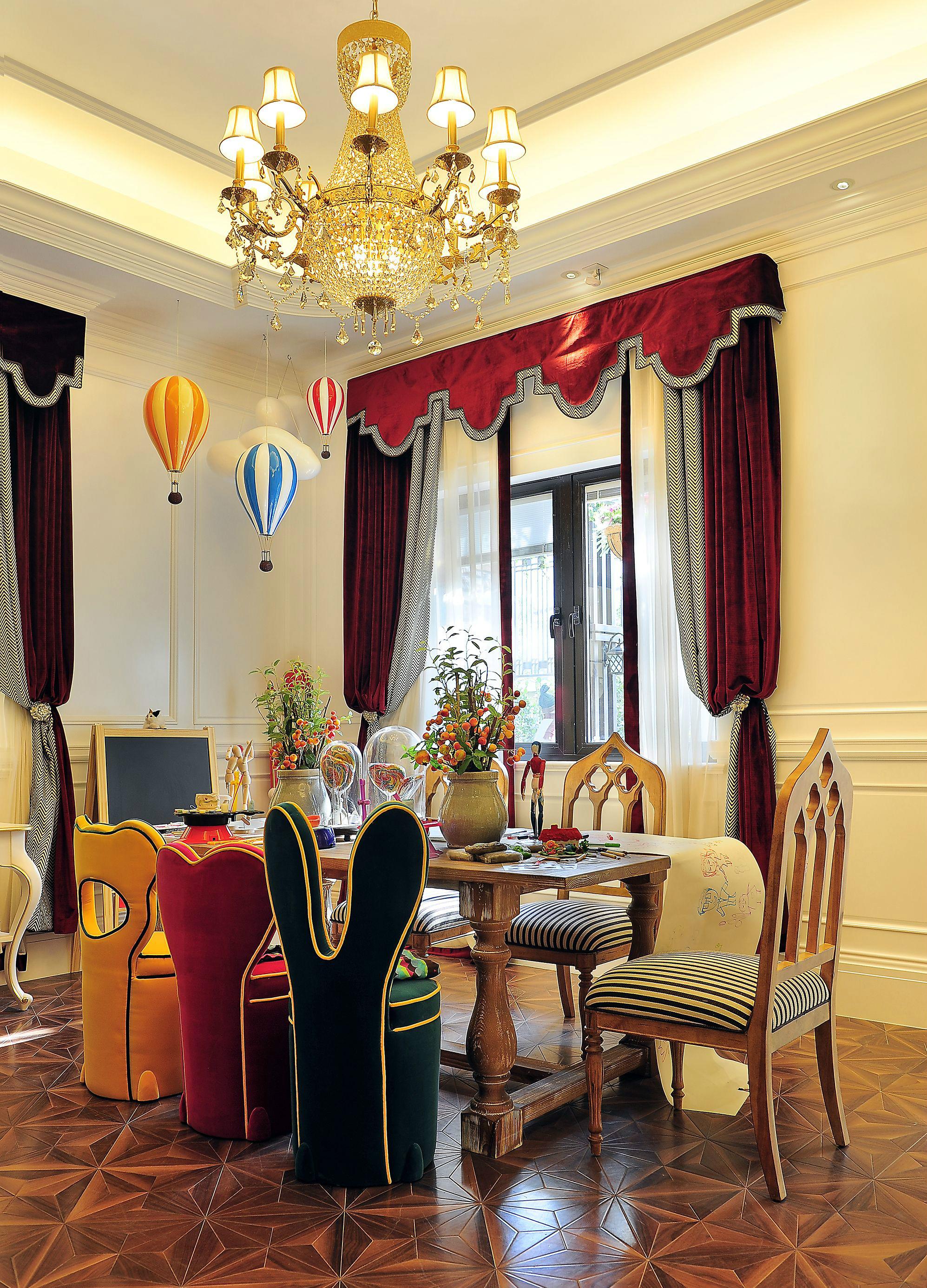 奢华法式风格别墅餐厅装修效果图