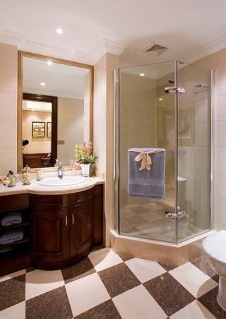 英伦风格别墅卫生间装修效果图