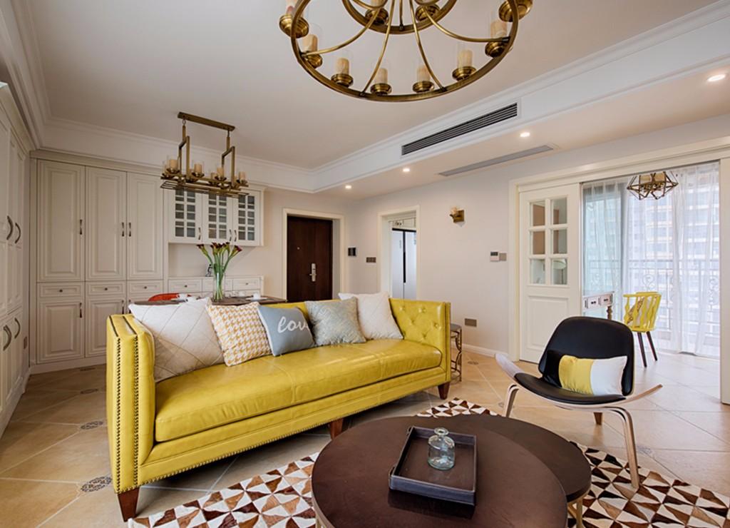 美式风格三居室装修黄色沙发设计图