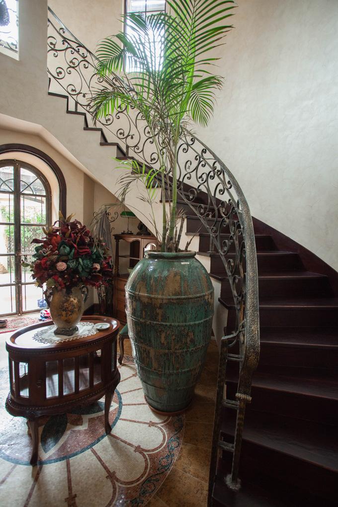 复古美式风格别墅楼梯装修效果图