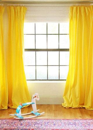 黄色布艺窗帘实景图