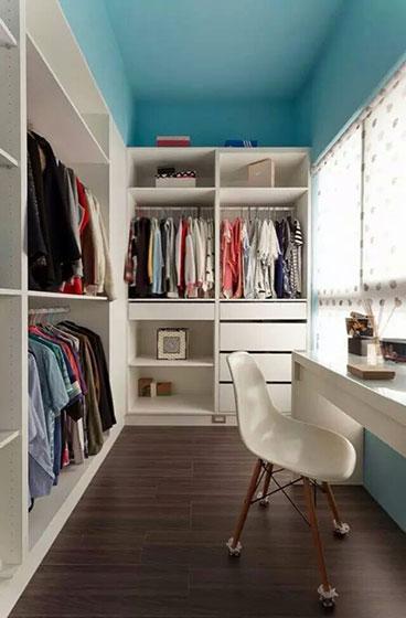 白色简约大容量衣柜效果图