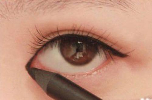 如何化妆使眼睛变大 3大妙招教你放大双眼