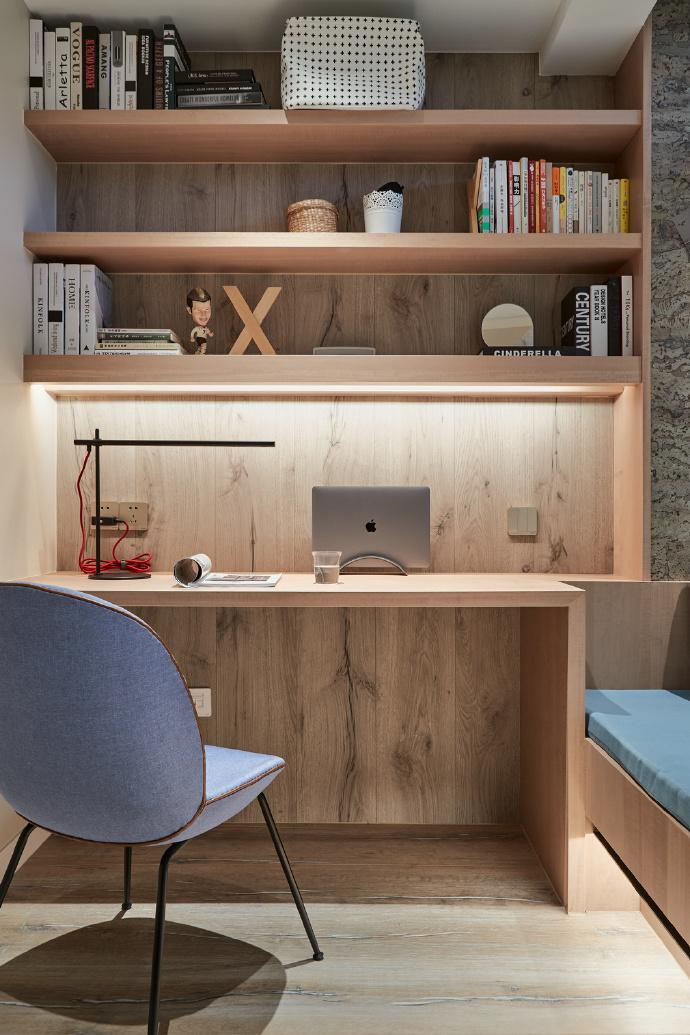 现代简约三居室原木书桌装修效果图