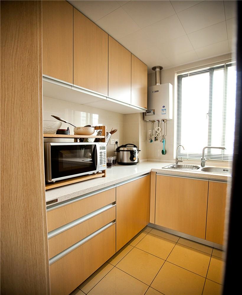三居室现代简约厨房装修设计图