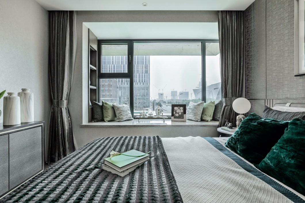 高冷现代风三居卧室飘窗装修效果图