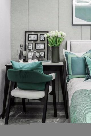 高冷现代风三居装修床头书桌设计