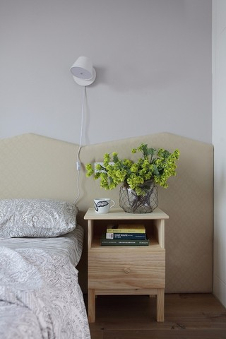 三居室简约风格装修床头柜设计图