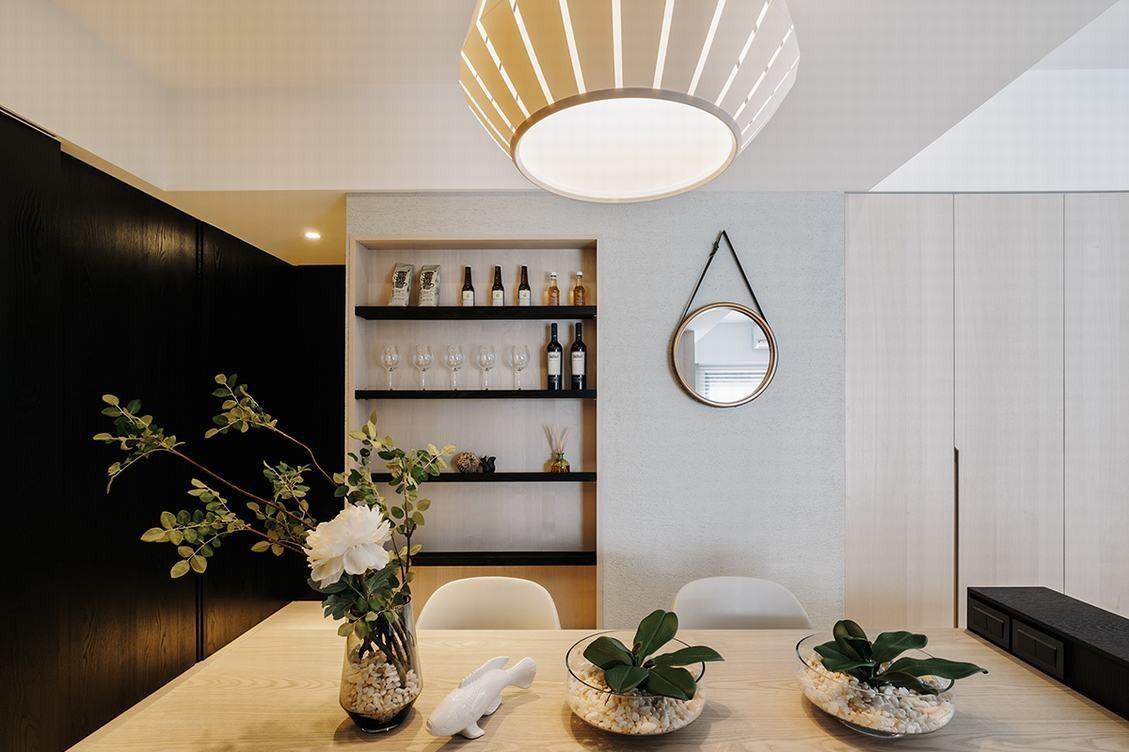 现代北欧风公寓餐厅酒架装修效果图
