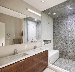简约三居室公寓卫生间装修效果图