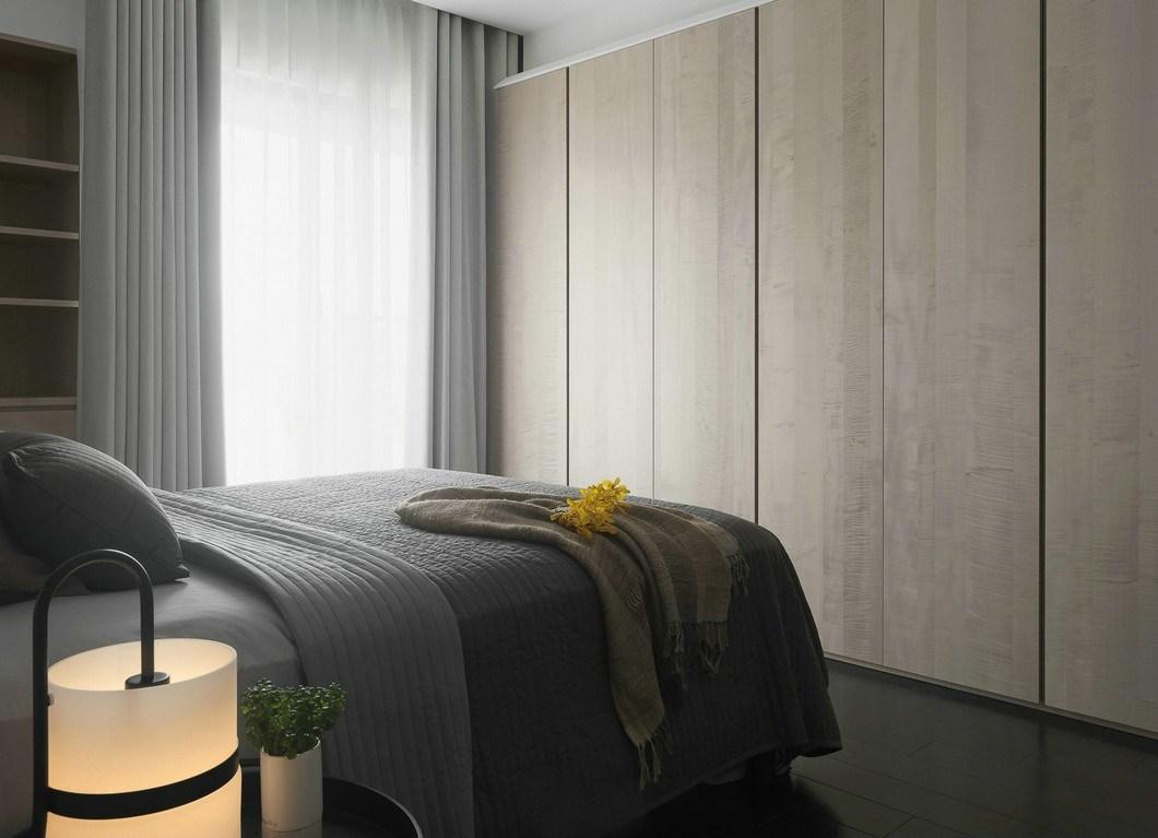 140平现代风卧室衣柜装修效果图