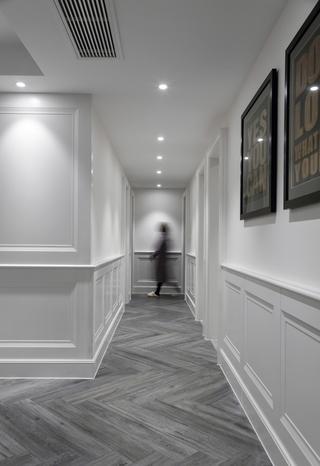 大户型现代美式风走廊装修效果图