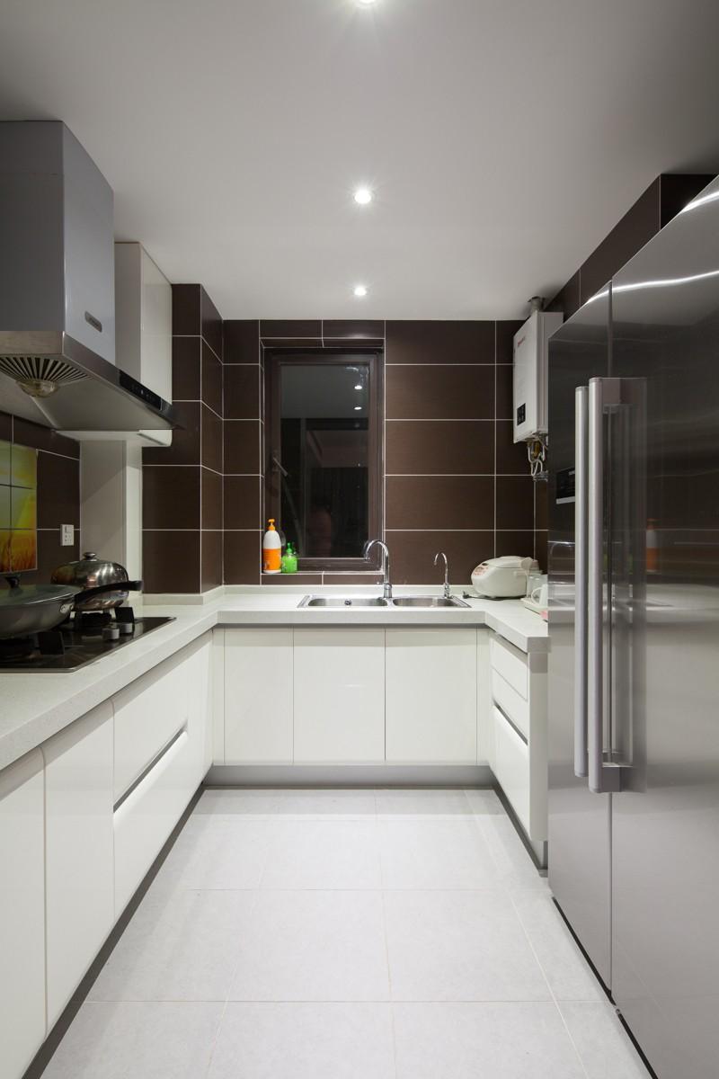 100平现代简约风厨房装修效果图