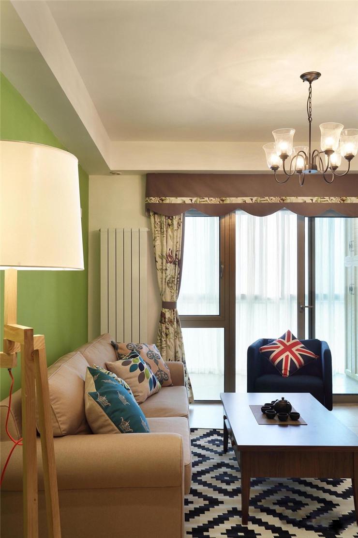 混搭风格二居室客厅吊顶装修效果图