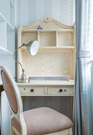 小户型两居室装修阳台梳妆台设计